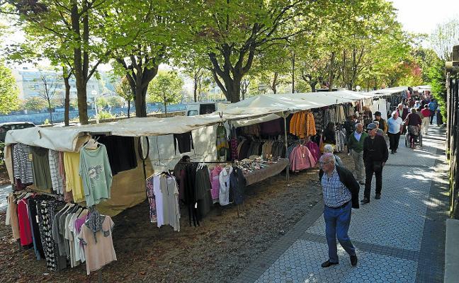 Vecinos de San Sebastián piden el traslado de los puestos del mercadillo
