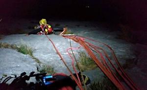 Rescatados dos escaladores vascos tras pasar ocho horas suspendidos en una pared de Picos de Europa