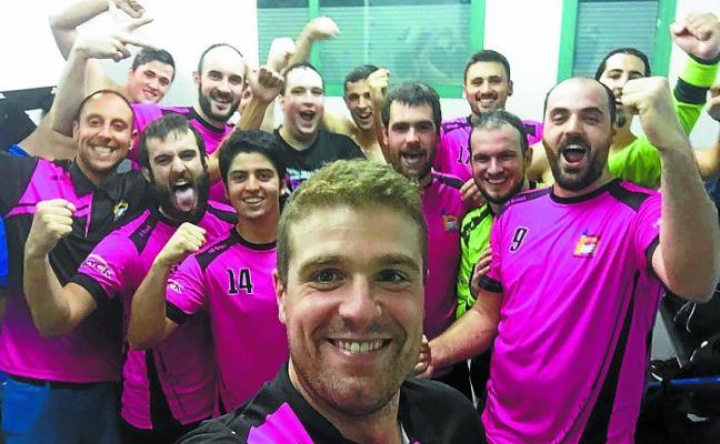El Donibane Eskubaloia se adjudica la primera victoria de la temporada
