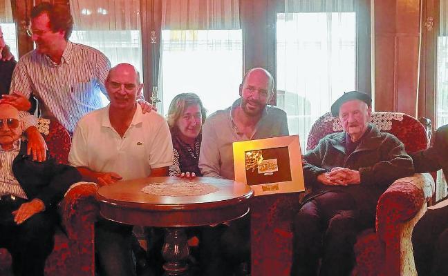 Javier Zulueta, el dentista de varias generaciones de oñatiarras, ha celebrado su 100 cumpleaños