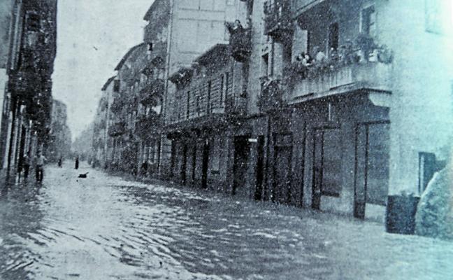 Un amanecer pasado por agua, hace 65 años