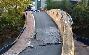 Se inicia la demolición completa del puente caído en Hernani