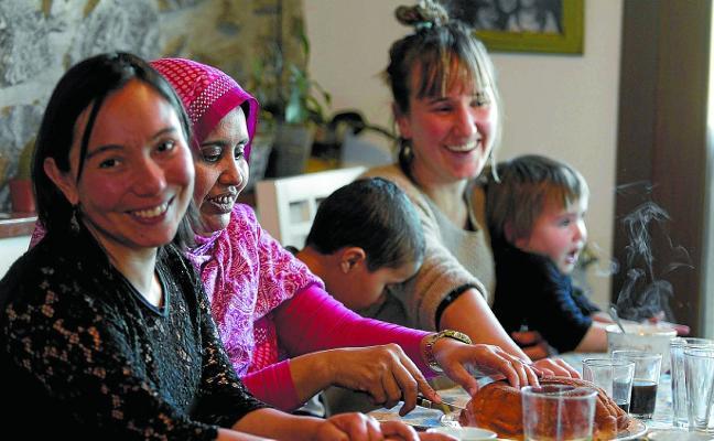 Bizilagunak, autóctonos y extranjeros en torno a la mesa