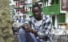 El senegalés Moussa Diamé es «feliz» en Hondarribia