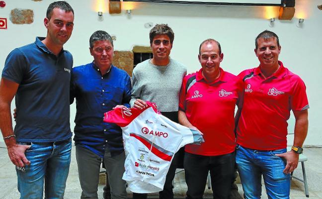 Mikel Landa echa un cable al ciclismo del Goierri