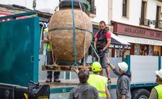 Extraen la tinaja hallada en la Parte Vieja de San Sebastián