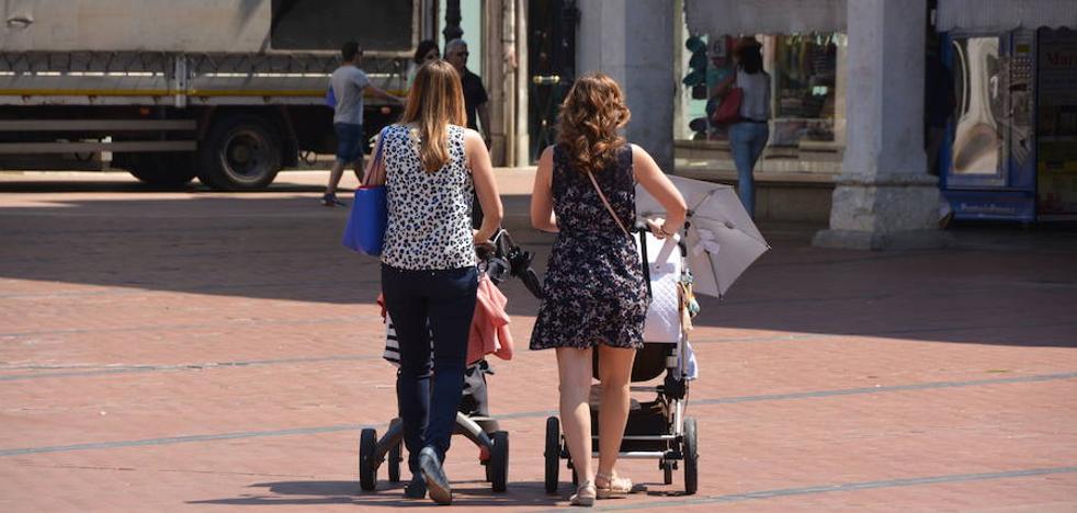 Gipuzkoa devolverá los IRPF de las prestaciones de maternidad desde 2014 y paternidad desde este año