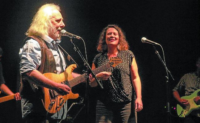 Etxart y Errotabehere llenaron de rock y blues el escenario de Biteri