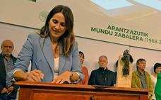 La presidenta del Parlamento Vasco realizará el viernes la encomienda a los expertos del nuevo estatus