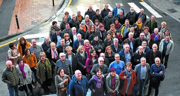 Grupo de donantes homenajeados en la comarca. /  ANDER SALEGI
