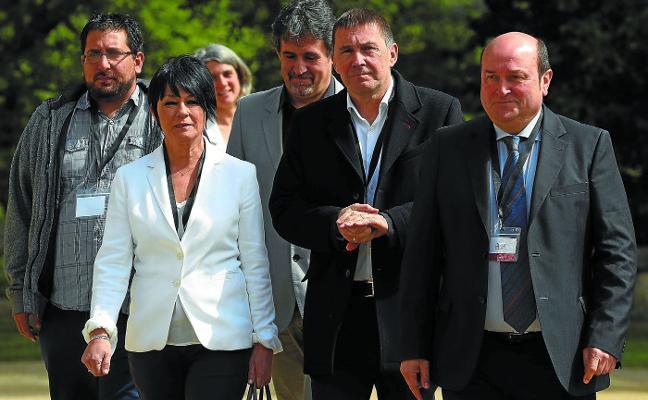 PNV y EH Bildu constatan sus diferencias sobre los Presupuestos vascos, pero evitan el portazo