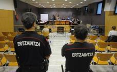 El subjefe de Bilbao no ordenó analizar las escopetas porque desconocía la «gravedad» de las lesiones de Cabacas