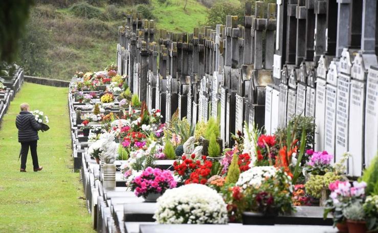 El cementerio de Tolosa se llena de flores