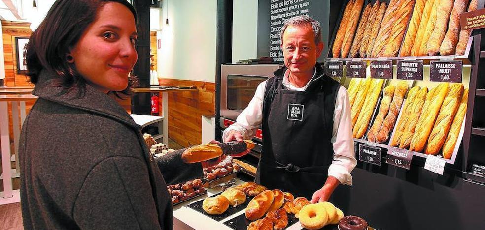 El encarecimiento del trigo y de la luz obliga a muchos panaderos a subir el precio del pan