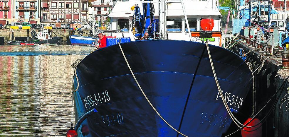Fomento se escuda en el plazo legal para justificar el retraso con el 'Aita Mari'