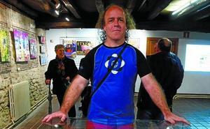 La exposición 'Lan isil bat', reivindica la importancia de la cartelería urbana