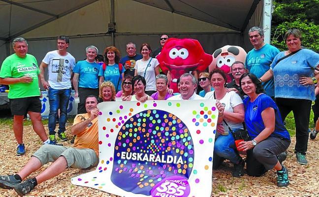 En marcha el reparto de las 1.500 chapas del Euskaraldia