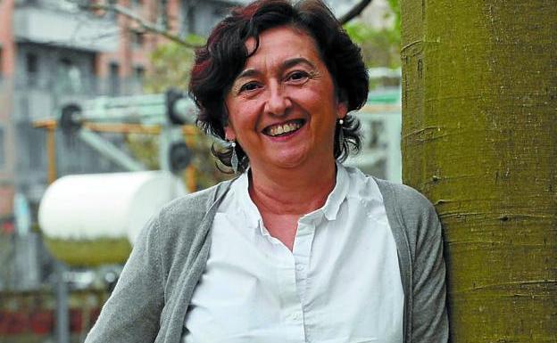 La escritora Laura Balagué estará esta tarde en Irun./MIKEL FRAILE