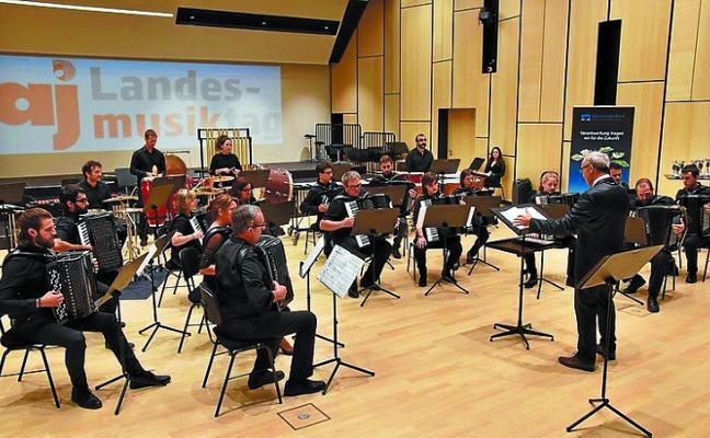 La Orquesta D' Acordions de Sabadell actúa en el XV Festival de Acordeón de Lasarte-Oria