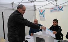 Egibar vota por anticipado en la consulta de Gure Esku Dago