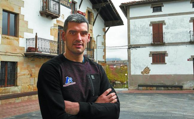 Joseba Ezkurdia, delantero de Aspe: «Estoy jugando sin miedo, agresivo y noto que hago mucho más daño»
