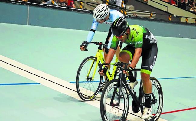 Los ciclistas locales brillaron en la Bio Racer Oiartzun Bike en el velódromo