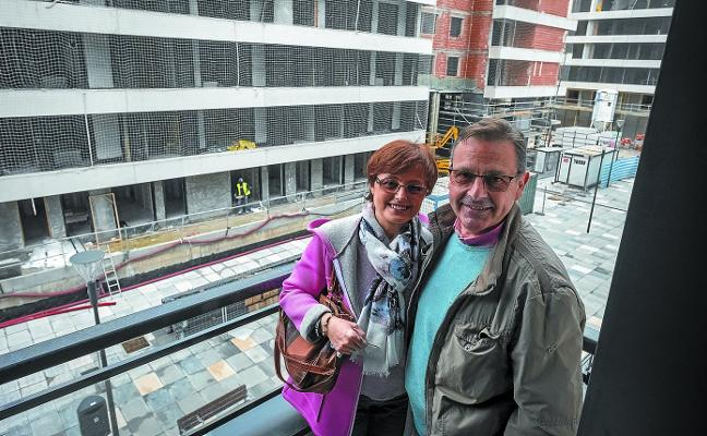Primeros vecinos del nuevo Txomin: «Ya no viviremos más pendientes del río»