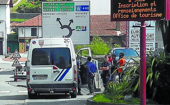 Francia anuncia «firmeza» y más medios para impedir la entrada de migrantes desde Irun