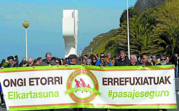 Manifestación solidaria con los refugiados en Donostia./PEDRO MARTÍNEZ
