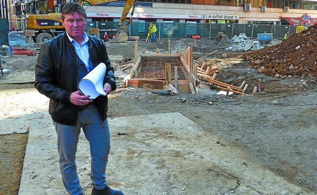 Aitor Aldasoro Iturbe - Alcalde de Beasain (PNV): «Imprevistos surgidos con las redes de servicios retrasarán el final de la obra de las Pérgolas»