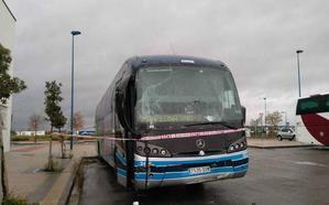 Roba un autobús en Tafalla y circula hasta Olite golpeando a varios vehículos y mobiliario urbano