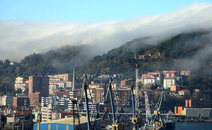 Grandes bancos de niebla en Pasaia