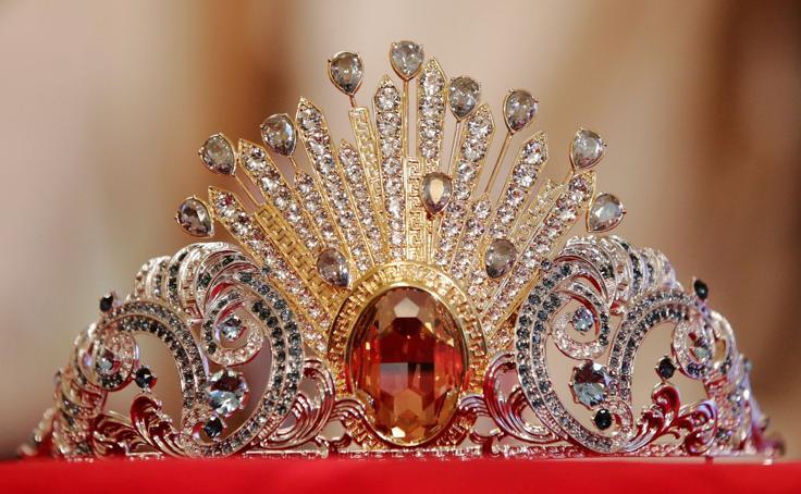 Una tiara de Donatella Versace