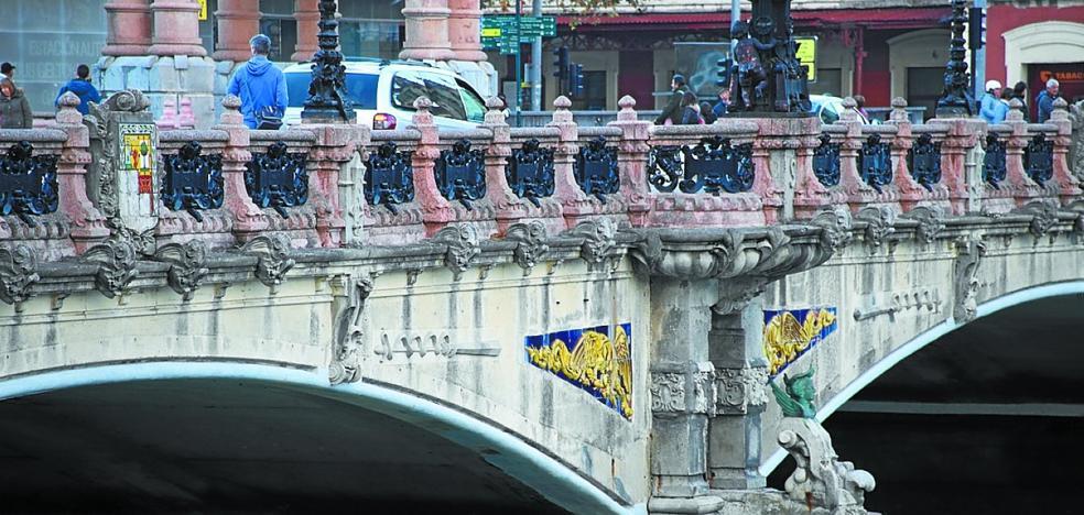 La restauración ornamental del puente María Cristina costará 761.000 euros