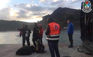 Sin rastro del pescador de Arrasate desaparecido en el puerto de Ondarroa
