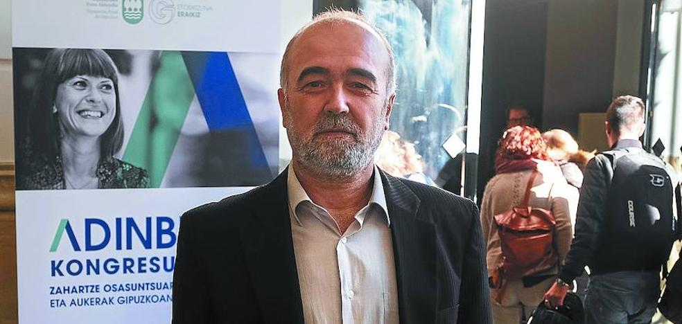 Julio Pérez Díaz: «Los mayores son ahora más visibles y no permiten que se les ignore»