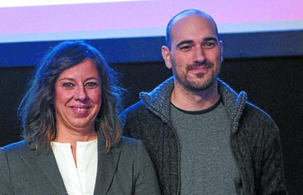Regina Tolosa y Xabier Alzuri (Centro de Rehabilitación Prim): «Tenía una idea y un paciente mío que es ingeniero la desarrolló»