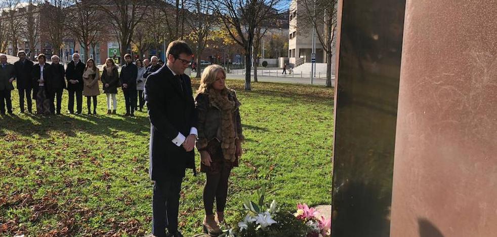 Covite celebra que Vitoria cuente con un monumento que recoge a todas las víctimas de ETA