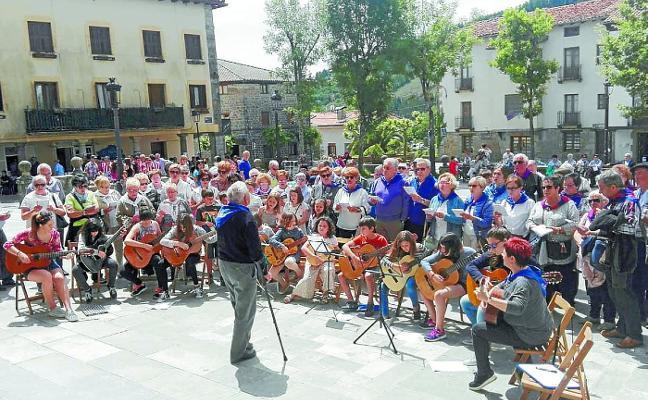 Las canciones de 'Elgeta kantuan' animarán hoy las calles de la mano de Euskaraldia