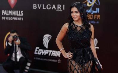 Egipto llevará a juicio a una actriz por lucir un vestido transparente
