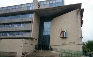 El acusado de acuchillar a un joven en Arrasate niega los hechos y dice que estaba en Vitoria