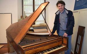 Azkoitira bueltan da Insausti jauregiko Broadwood pianofortea