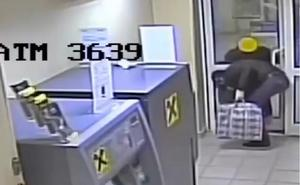 Un ladrón hace saltar por los aires un cajero automático y se lleva 27.000 euros
