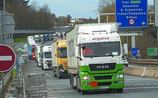 Los transportistas pierden 3 millones de euros cada día de retención en Biriatou