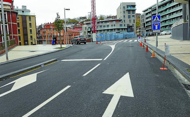 La calle Lizarra se abre oficialmente hoy al tráfico