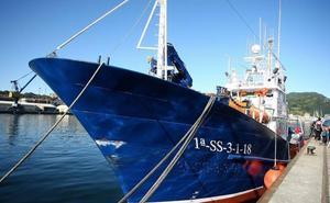El 'Aita Mari' recibe la documentación para navegar en el Mediterráneo