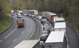 La Diputación confía en que se normalice el tráfico en la frontera tras la moratoria de Francia sobre los combustibles