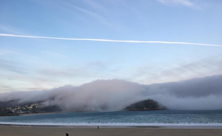 Santa Clara bajo la niebla