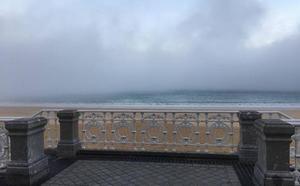 La niebla se 'come' la isla de Santa Clara