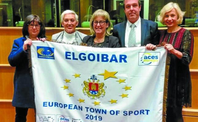 Elgoibar recibió en Bruselas la bandera Villa Europea del Deporte